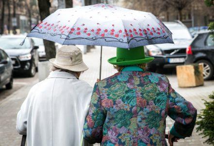 Daugėjant pensininkų ir mažėjant dirbančiųjų, Lietuvos bankas siūlo reformuoti pensijų sistemą