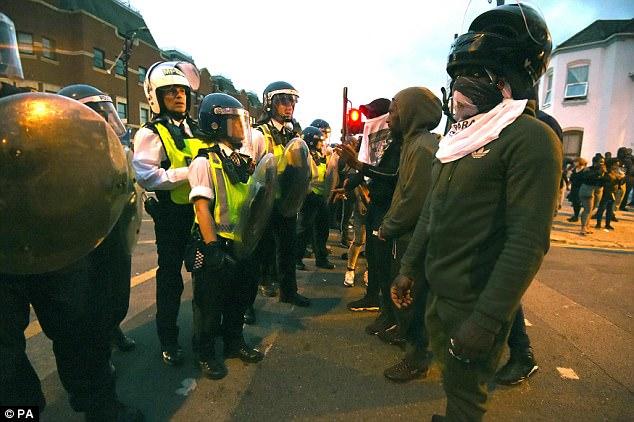 Londone per susirėmimus su protestuotojais nukentėjo šeši policininkai