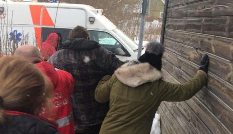 Stebinantis abejingumas: gelbėjo žmogų nuo šalčio, o tarnybos klausė, ar skauda galvą dėl to bomžo