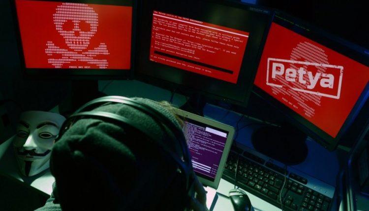 """Britanija laiko Rusiją atsakinga už išpirkos reikalaujančio viruso """"NotPetya"""" ataką"""