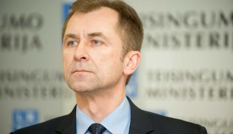 Po kilusio skandalo traukiasi teisingumo viceministras R. Bakšys