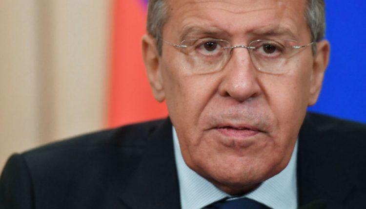 """Lavrovas: Rusija, """"žinoma, išsiųs"""" kažkiek britų diplomatų"""
