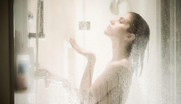 Ekspertai atskleidė, kada geriausia praustis po dušu