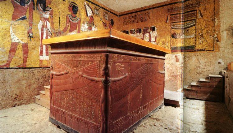 Egipto archeologai pademonstravo naujai atrastą 4,7 tūkst. metų senumo kapą