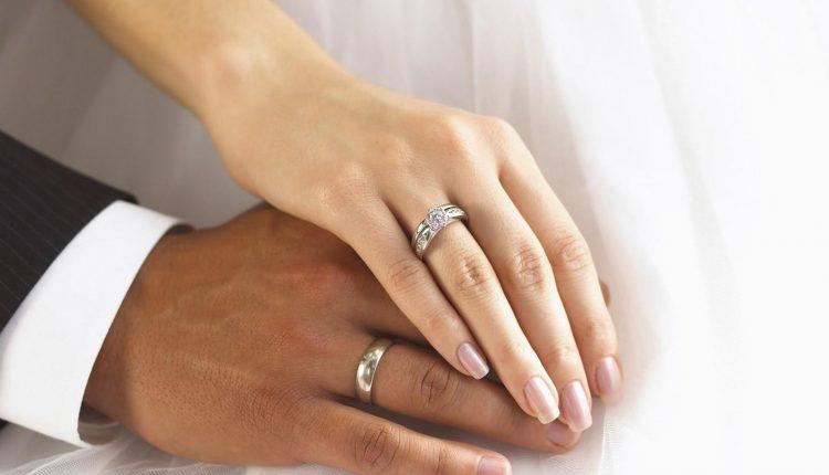 Vestuvinių žiedų derinimas su sužadėtuvių: kas su kuo dera?