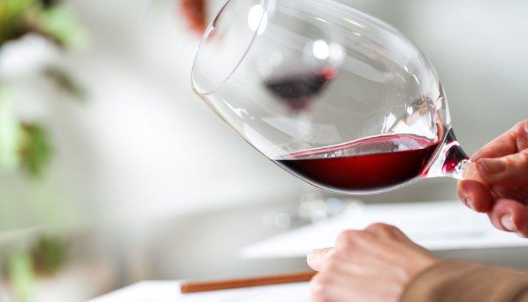 Svarbus mitas apie vieną taurę raudonojo vyno