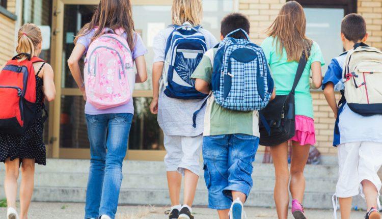 10 klasių išsilavinimo nepakanka, jei nori ateityje gyventi ne iš pašalpų