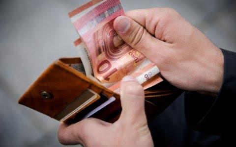 """""""Bloomberg"""": Lietuva bando atsiriboti nuo finansinių skandalų kitose Baltijos šalyse"""