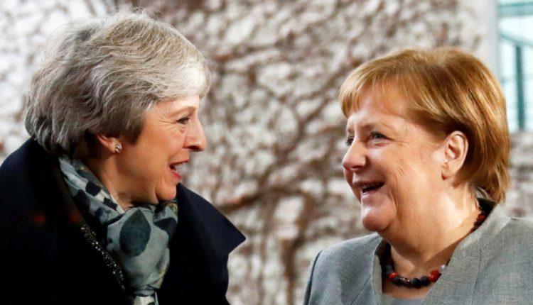 """Merkel: galimybių pakeisti """"Brexit"""" susitarimą nėra"""